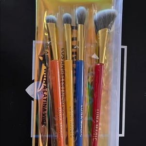 Luna brushes